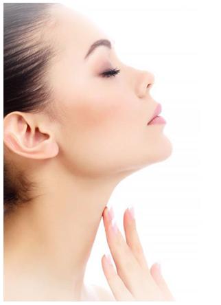 Chirurgie esthetique cou ou Liposuccion du double menton : que faire quand la peau du cou est fripée ?